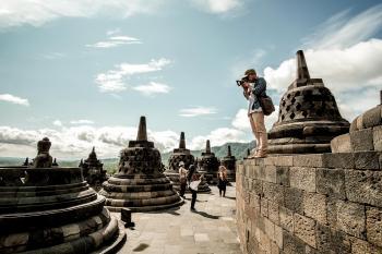 Candi Borobudur merupakan situs arkeologi candi Buddha terbesar di dunia.