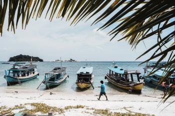 Pantai Tanjung Kelayang merupakan salah satu pantai yang terletak di Kepulauan Bangka Belitung. Lokasinya berada di Kecamatan Sijuk dan berjarak sekitar 27 kilometer dari Tanjung Pandan yang merupakan Ibu Kota Kabupaten Belitung.