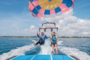 Tanjung Benoa menjadi salah satu tempat favorit wisatawan untuk menikmati keindahan matahari terbit dan juga menjajal aneka olah raga air yang seru.